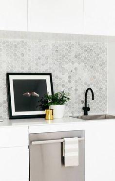 New Kitchen Tile Splashback Ideas Kitchen Splashback Tiles, Black Backsplash, Kitchen Flooring, Splashback Ideas, Kitchen Faucets, Kitchen Walls, Backsplash Ideas, Home Design, Küchen Design
