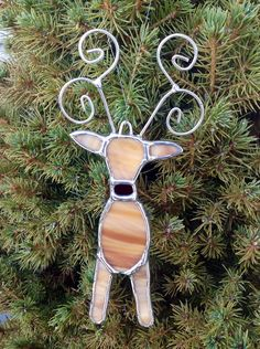 Rudolph the Reindeer stained glass Christmas ornament. Stained Glass Ornaments, Stained Glass Christmas, Stained Glass Crafts, Faux Stained Glass, Stained Glass Lamps, Stained Glass Patterns, Leaded Glass, Mosaic Glass, Fused Glass