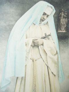 Antique nun postcard - Religious woman sister, habit Edwardian picture, book…