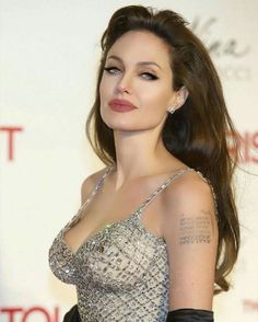 Angelina Jolie A Real-Life Fantasy. Angelina Jolie Fotos, Angelina Jolie Makeup, Angelina Jolie Pictures, Beautiful Celebrities, Beautiful Actresses, Beautiful Women, Hollywood Actresses, Indian Beauty, Glamour