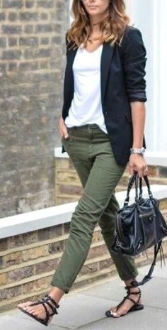 Make it more casual with white sneakers - Outfit Inspirationen - Winter Mode Casual Work Outfits, Mode Outfits, Work Casual, Fashion Outfits, Womens Fashion, Sporty Outfits, Blazer Fashion, Women Fashion Casual, Sneakers Fashion