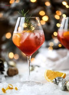 This winter aperol spritz cocktail is a seasonal spin on the classic aperol spritz! Festive cranberry and classic orange come together with prosecco and club soda to create a super light and refreshing cocktail for the holidays! Aperol Spritz Drink, Spritz Cocktail, Champagne Cocktail, Aperol Drinks, Aperol Spritz Recipe, Apple Cider Cocktail, Prosecco Cocktails, Alcoholic Drinks, Winter Drink