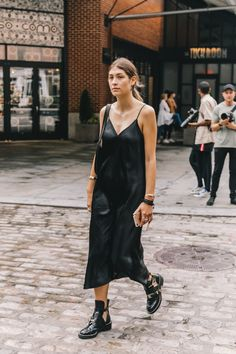 20 Black Slip Dresses That Are Perfect for Summer (Le Fashion) Black Women Fashion, Look Fashion, Fashion Outfits, Womens Fashion, Fashion Tips, Travel Outfits, Boot Outfits, Fashion Hacks, Classy Fashion