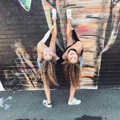 "15.1 mil Me gusta, 25 comentarios - Teagan Rybka (@teagan_rybka) en Instagram: ""Don't be afraid to have a little fun! #qotd #twins #fashion #fashionstyle #fashiongram…"""