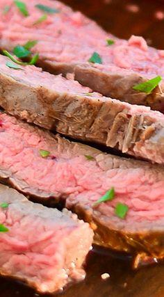 California-Style Garlic Pepper Steak Best Beef Recipes, Great Recipes, Favorite Recipes, Good Food, Yummy Food, Healthy Food, Kinds Of Steak, Bbq Steak, Pepper Steak