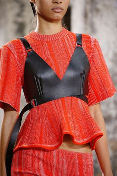 Proenza Schouler Spring 2018 Ready-to-Wear womens collection. Do you like this fashion idea from the runway? The complete Proenza Schouler Spring 2018 Ready-to-Wear fashion show now on Vogue Runway. Fashion Details, Look Fashion, High Fashion, Fashion Design, Feminine Fashion, Trendy Fashion, Luxury Fashion, Fashion Week, Runway Fashion