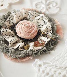 """Купить Брошь """"Ключик к счастью"""" - брошь, брошь цветок, роза, брошь роза, кружево, сердце"""