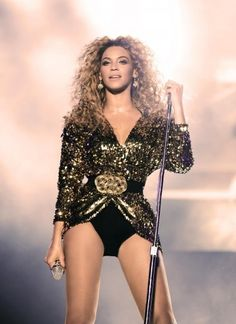 Beyoncé performing at Glastonbury 2011