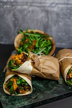 Recept på Sweet-potato wrap with feta cheese and spicy beans Raw Food Recipes, Veggie Recipes, Vegetarian Recipes, Cooking Recipes, Healthy Recipes, Beans Recipes, Food N, Food And Drink, Clean Eating