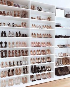 Shoe station in a walk in closet / dressing room - Ankleidezimmer - Small Walk In Wardrobe, Small Master Closet, Walk In Closet Design, Master Bedroom Closet, Closet Designs, Master Bedrooms, Mirror Bedroom, Bedroom Wardrobe, Ikea Wardrobe
