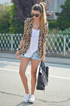 Outfit Of The Day – Giacca Animalier & Short Rock  #Blazers #Graphic #Shorts #T-Shirts