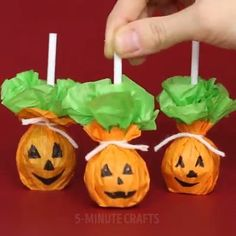 The post Amazing DIY Halloween Decoration Ideas appeared first on Halloween Crafts. Dulceros Halloween, Halloween Infantil, Bonbon Halloween, Adornos Halloween, Manualidades Halloween, Halloween Designs, Halloween Crafts For Kids, Halloween Food For Party, Outdoor Halloween