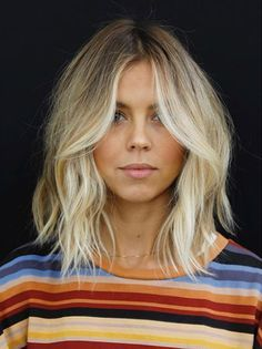 Simple lob with movement by Anh Co Tran Blonde Ombre Lob, Blonde Short Hair Cuts, Messy Blonde Bob, Blonde Lob With Bangs, Lob Bangs, Blonde Hair Fringe, Wavy Lob, Messy Bob, Waves On Short Hair