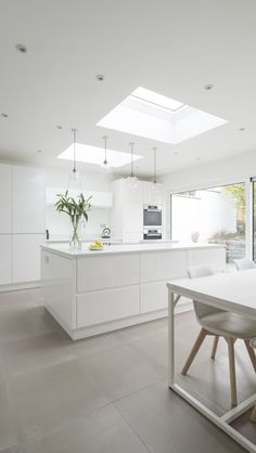 White, clean, sharp and neat, this post contains some great examples of white contemporary kitchen cabinets. Notice how pleasing that these kitchens are. White Contemporary Kitchen, Contemporary Kitchen Cabinets, Modern Kitchen Design, Kitchen Designs, Modern Contemporary, Modern Design, Kitchen Interior, New Kitchen, Kitchen Decor