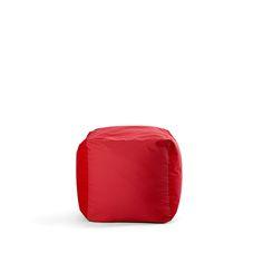 Cube è uno sgabello, un pouf e un tavolino in un unico prodotto. Si adatta alle tue necessità ed è facile da riporre quando non serve più. È realizzato in polytex, un tessuto 100% poliestere con caratteristiche di grande resistenza al tempo e ai raggi UV, antistrappo e con doppia cucitura. Online troverai Cube in diversi colori: rosso, nero, blu, verde, marrone, viola o azzurro, scegli il tuo preferito! La sua imbottitura in sfere di polistirolo garantisce ore di pieno relax. Cube è…