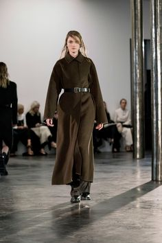 http://www.vogue.com/fashion-shows/fall-2017-ready-to-wear/row/slideshow/collection