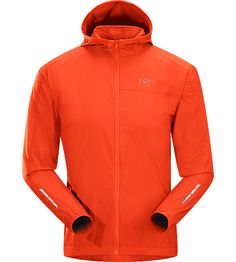 Incendo Hoody Men's Trim-fitting, minimalist running jacket with hood, constructed with water-resistant fabric in the body and sleeves. Idea...