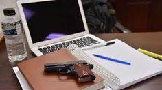 Promulgan ley en Georgia que permite llevar armas en universidades