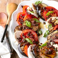 This fresh Eggplant Caprese Salad has less than 400 calories for a light summer dinner. More healthy dinner recipes: http://www.bhg.com/recipes/healthy/dinner/healthy-summer-recipes/?socsrc=bhgpin051613grilledeggplant=17