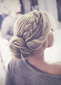 Hochzeit Beautiful braided wedding hairstyles_braided updo 10 I like various sizes of br. Alpi , Beautiful braided wedding hairstyles_braided updo 10 I like various sizes of br. [ Beautiful braided wedding hairstyles_braided updo 10 I lik. Braided Hairstyles For Wedding, Box Braids Hairstyles, Braided Updo, Wedding Braids, Wedding Headpieces, Bridal Hairstyles, Wedding Veils, Hair Wedding, Hairstyle Ideas