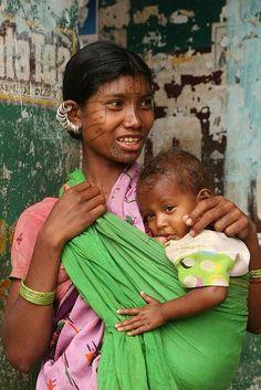Kutia Kondh mother and child at Kotgarh village (market), India