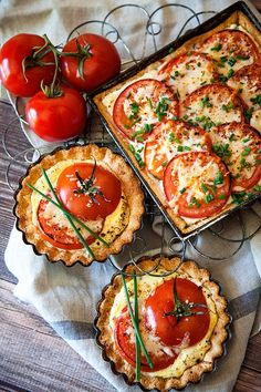 Tomato Recipes Tomato Tart Recipe - Can't wait to try this with delicious in season tomatoes. - This scrumptious tomato tart is the perfect light summer meal! Tomato Tart Recipe, Tomato Pie, Tomato Basil Tart, Light Summer Meals, Vegetarian Recipes, Cooking Recipes, Keto Recipes, Kitchen Recipes, Easy Recipes