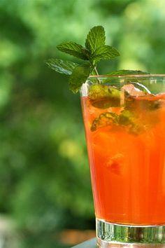 Tee mit Pfefferminze und American Bourbon Whiskey - Pfefferminz-tee.de