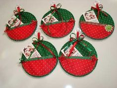 Christmas Cds, Quilted Christmas Ornaments, Christmas Sewing, Christmas Cards To Make, Homemade Christmas, Christmas Decorations, Holiday Decor, Old Cd Crafts, Felt Crafts