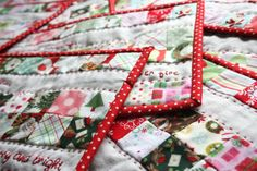 Christmas mug rugs Christmas Mug Rugs, Christmas Patchwork, Christmas Placemats, Easy Christmas Crafts, Christmas Makes, Christmas Goodies, Christmas Themes, Simple Christmas, Merry Christmas