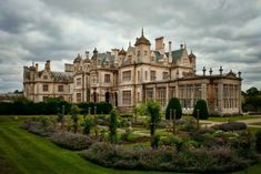 Stoke Rochford Hall in Lincolnshire Beautiful Castles, Beautiful Buildings, Beautiful Places, English Architecture, Beautiful Architecture, Photo Chateau, Lincolnshire England, English Manor Houses, English Castles