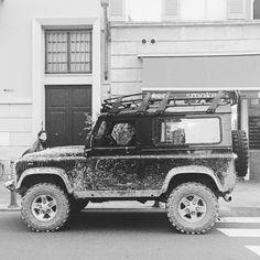 Questo è quello che accade di fronte al #wpstore a #Parma #friends #landrover #landroverdefender #landroverexperience #barbour #barbourpeople #automotive #defender by wpstore_parma Questo è quello che accade di fronte al #wpstore a #Parma #friends #landrover #landroverdefender #landroverexperience #barbour #barbourpeople #automotive #defender