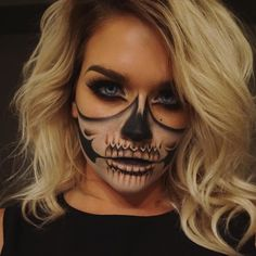 Half Skull Using what I could throw together from my travel makeup bag Click to find out more... #halloweenmakeup #halloweenmakeupideas Ideas Maquillaje Halloween, Yeux Halloween, Cute Halloween Makeup, Halloween Zombie, Halloween Inspo, Halloween Makeup Looks, Amazon Halloween, Halloween Stuff, Halloween Makeup Tutorials