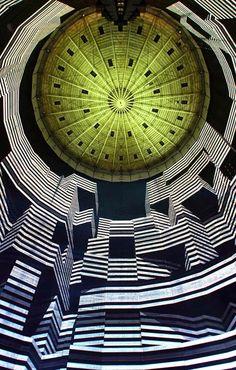 """坂井直樹の""""デザインの深読み"""": オーバーハウゼンのガスタンク内で320度の巨大壁面に圧巻の世界最大かつ最も技術的に洗練されたプロジェクションマッピングだ。"""