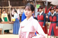 Go behind the drama set of 'The Tale of Nokdu' with Kim So Hyun. You can see the actress smiling and concentrating while wearing a beautiful hanbok. It is nice to see Kim So Hyun prepping for the amazing scenes we get to be enticed with. Korean Drama Movies, Korean Actors, Korean Dramas, Kim So Hyun Fashion, Kim Sohyun, Drama Korea, Korean Entertainment, Cute Korean, Good Movies
