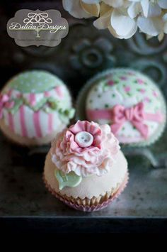 Pretty Pink & Green Vintage Cupcakes
