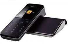 O modelo de telefone sem fio KX-PRW110, lançado recentemente pela Panasonic, tem uma carta muito útil na manga que o difere dos concorrentes convencionais: sua base pode se transformar numa estação repetidora de sinal wi-fi, expandindo assim o alcance da rede local de Internet onde o telefone for instalado.