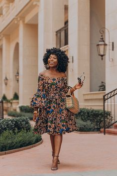 Here are some lovely and stylish ankara short gowns that will give you an amazing look, these ankara dresses come in different styles and designs just to give you an awesome look. African Inspired Fashion, Latest African Fashion Dresses, African Print Dresses, African Dresses For Women, Africa Fashion, African Attire, African Print Fashion, African Wear, African Women