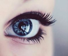 Eyes when I touch water (swimming)
