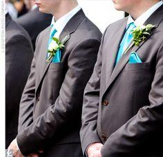 wedding groomsmen turquoise ties groom with red bowtie   Des cravates bleues pour tous les témoins de ton fiancé