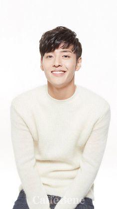 Kang Ha Neul Smile, Asian Actors, Korean Actors, Asian Boys, Asian Men, Kdrama, Kang Haneul, Kim So Eun, Celebrity Drawings