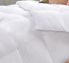 Luxury down comforter provides medium warmth for year-round comfort Filling with 750+ Fill power, 50oz, White Goose Down Comforter http://mybestdowncomforter.com/