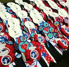 Badge presentation for AHG bridging ceremony Daisy Girl Scouts, Girl Scout Troop, Crafts For Girls, Diy And Crafts, Girl Scouts Of America, American Heritage Girls, Girls Camp, Girl Guides, 4th Of July Wreath