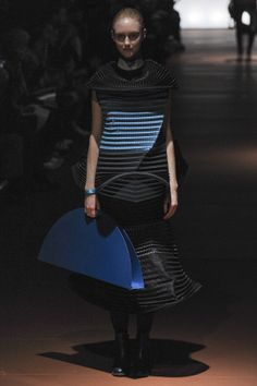 Issey Miyake; Automne Hiver 2014/15:  A truly SPECTACULAR collection, showcasing a mastery of cut, form and shape, with a variety of colours and textures other houses can only imagine.  This is how it's done folks...this is how it's done.