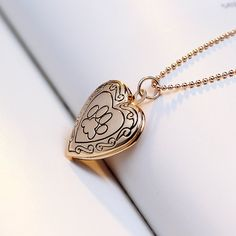 Looking for a nice gift for dog lovers? How about this Heart Shaped Paw Necklace?  This gold pendant necklace is the perfect gift for girlfriend, best friend and really anyone special to you!  This Pendant Necklace is an awesome gift for every occasions!