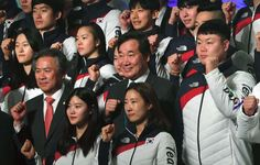 DETERMINED -  South Korean Prime Minister Lee Nak-Yon (C) poses with athletes during a ceremony to launch the South Korean delegation to the Pyeongchang Winter Olympic Games on Jan. 24 in Seoul, South Korea.