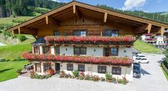 Hotel Sonnhof Grossarl Hotel Sonnhof offers traditionally furnished rooms with balcony right next to the ski slope and the hiking trails in Großarl. Wi-Fi access and parking are available free of charge.  In the morning a rich breakfast buffet is served.