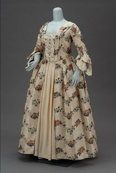 Wedding dress, 18th century, American Museum of Fine Arts, Boston http://thedreamstress.com/2011/04/the-18th-century-wedding-dress-then-and-now/