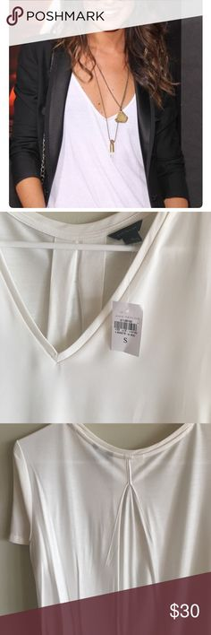 NWT  Ann Taylor White boyfriend work shirt Super quality material, so beautiful under a blazer and tucked into jeans! Lulus Steve Madden banana republic free people Zara Tory Burch express coach Louis Vuitton Lilly Pulitzer Vince Camuto Ann Taylor Tops