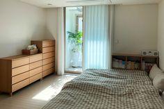 집꾸미기 Bekvam, I Live Alone, Workspace Design, Small Room Bedroom, Cozy Place, Japanese House, Interior Architecture, Minimalism, Room Decor