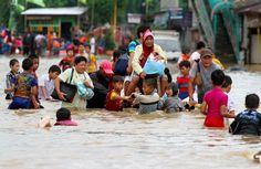Banjir Melanda Indonesia  Hujan terus turun tak kunjung reda...  Seakan tak ada waktu lagi untuk jeda..  Dan ini bisa kita jadikan pertanda...  Bahwa bencana alam banjir akan melanda..  Ternyata benar tanda itu kini...  Bencana alam banjir sedang banyak terjadi..  Banyak sekali genangan air diatas bumi...  Seakan diam dan enggan untuk pergi..  Mungkinkah Tuhan memang sedang marah...   #Alam #Banjir #Bencana Alam